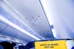 Säkerhetskort för flygplantyp Boeing 737-800 i platsfacket royaltyfria bilder