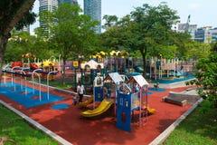 Säkerhetslekplats på Kuala Lumpur City Park i Malaysia capita Royaltyfri Foto