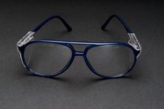 Säkerhetsskyddsglasögon på svart bakgrund royaltyfri foto