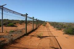 Säkerhetsstaket som omger den militära platsen, södra Australien royaltyfri fotografi