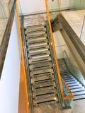 Säkerhetstrappa i inomhus en byggnad det isolerade begreppet 3d framför säkerhet vit Fotografering för Bildbyråer