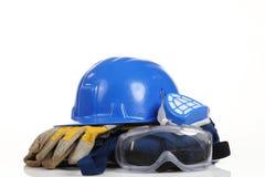 Säkerhetsutrustning för blå hjälm arkivfoto