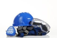 Säkerhetsutrustning för blå hjälm royaltyfri bild