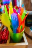 Säkert plast- bestick för färgglat barn royaltyfria bilder
