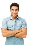 Säkra korsade anseendearmar för ung man Arkivfoto