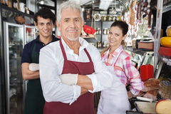 Säkra Salespeople i ost shoppar royaltyfri bild