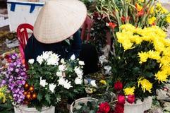 Sälja blommor på mån- ny ferie för år-Tet Royaltyfria Bilder
