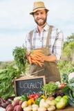 Sälja för bonde hans organiska jordbruksprodukter Royaltyfri Fotografi