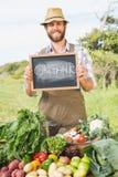 Sälja för bonde hans organiska jordbruksprodukter Royaltyfria Foton