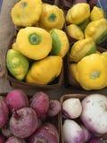 Sälja för Organice grönsaker Royaltyfri Foto