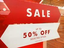 Sälja i minut tecknet för baneradvertizingförsäljningen Royaltyfri Foto