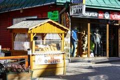 Sälja ost på Krupowki i Zakopane arkivfoton