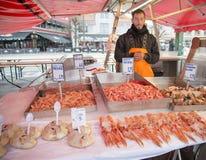 Sälja skaldjur, fiskmarknad, Bergen, Norge Arkivbilder
