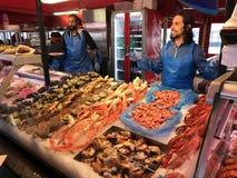 Sälja skaldjur i Bergen, Norge Arkivbild