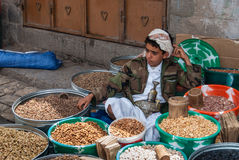 Sälja torkade frukter i Yemen Arkivfoton