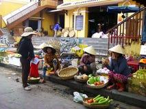 Säljare av grönsaker, Vietnam Arkivfoton