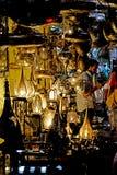 Säljare av järnlampor i souken av Marrakech Royaltyfria Bilder