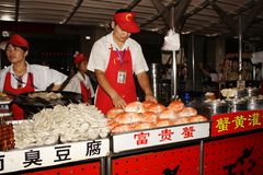säljare för beijing matgata som wangfujing Royaltyfri Fotografi