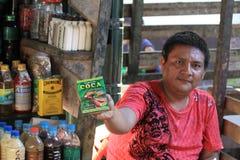 Säljare som säljer Cocaprodukter Royaltyfria Bilder