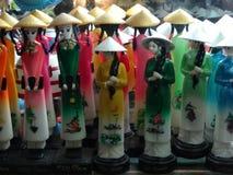 Säljs traditionella souvenir för Vietnam ` s in shoppar på den gamla fjärdedelen för Hanoi ` s Arkivfoton