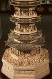 Sällsynt Hand-snidit kinesiskt konststycke för elfenben på det Belz museet Arkivfoton