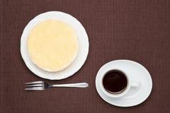 Sällsynt ostkaka och kaffe Royaltyfri Bild