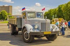 Sällsynt sovjetiskt ryskt lastlastbilmärke GAZ Arkivbild