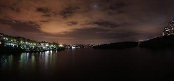 Sällsynt supermoonförmörkelse - sikt av Rosslyn Virginia och Washington DC Arkivfoton