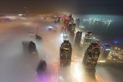 Sällsynt vintermorgondimma i Dubai, UAE - 05/DEC/2016 Royaltyfria Foton