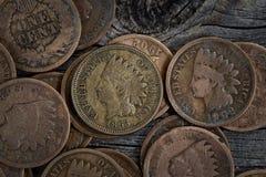 Sällsynta Penny Coins på trä Royaltyfri Fotografi