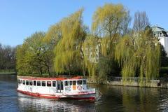 Sänd fartyg`-Bredenbek ` på den Alster floden i Hamburg Royaltyfri Foto