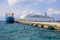 Sänd i port i Cozumel, Mexico som är karibisk Arkivfoto