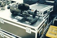 Sända utrustningar på hårda fall arkivfoton
