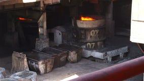 Sändande former för stålkubbar lager videofilmer