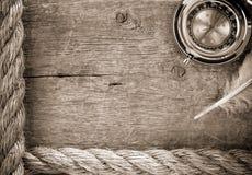 sänder gammala rep för kompass trä Arkivfoton