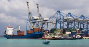 sändnings för behållaremalta port Arkivfoto