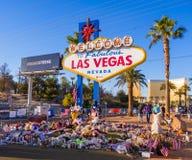 Säng av blommor och uttryck av beklagande efter terrorattack i Las Vegas - LAS VEGAS - NEVADA - OKTOBER 12, 2017 royaltyfria foton