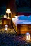 Säng i skog Royaltyfri Bild