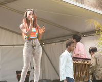 Sänger, der an Afrika-Festival durchführt stockfoto