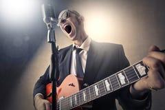 Sänger, der ein Konzert gibt lizenzfreie stockbilder