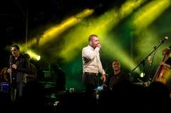 Sänger Omer Adam führt durch Stockfotografie