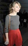 Sänger schnelles Taylor wird am LOCKEREN Flughafen gesehen Stockfotos