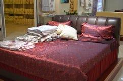 Sängrum i hotell Royaltyfri Fotografi