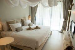 Sängrum på det Thailand semesterorthotellet Royaltyfri Bild