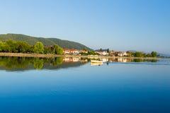 Säsong för Ioannina stadssommar i morgonen Grekland fotografering för bildbyråer