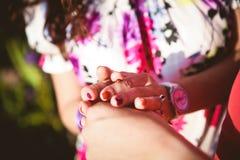 Säsong för mjukhet för finger för handkvinnanyckelpiga royaltyfria foton