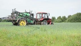 Säsongarbetstraktor stock video