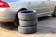 Säsongsbetonad ändring av hjul, sommar-vinter Royaltyfri Fotografi