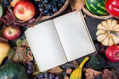 Säsongsbetonad frukt och pumpor Arkivbild