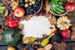 Säsongsbetonad frukt och pumpor Arkivfoto